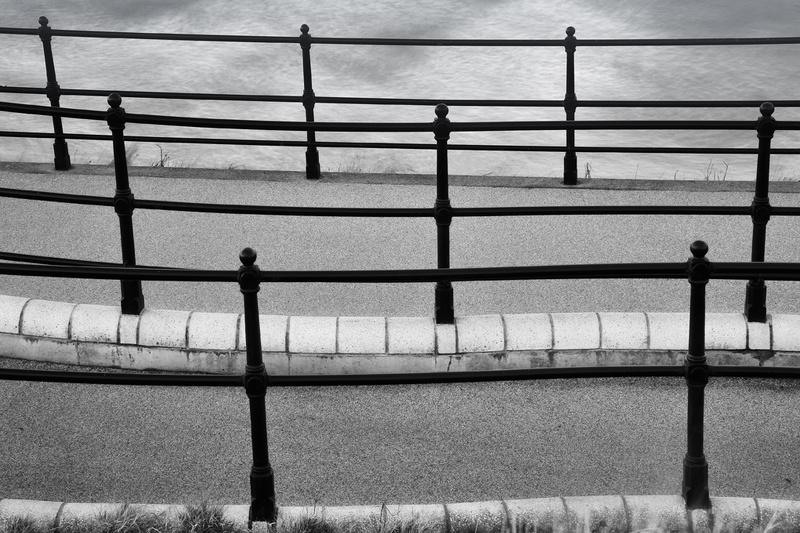 Mono-rails - Monochrome