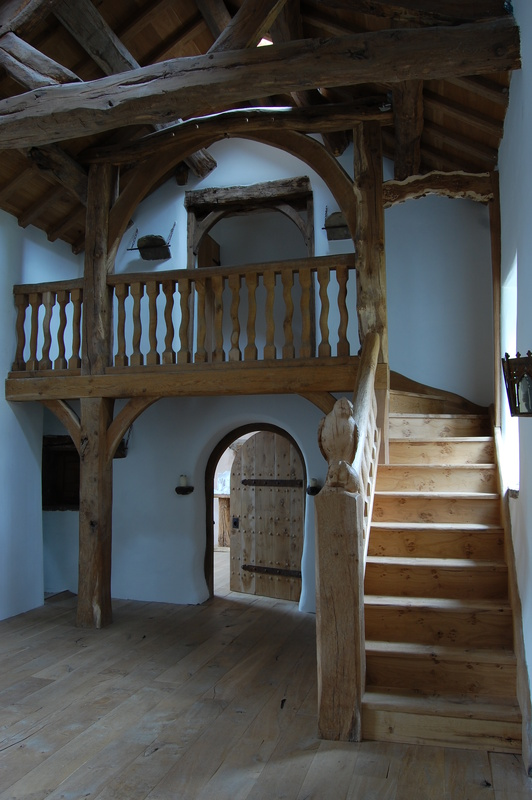 Classic english interiors green oak buildings bespoke for Classic house furniture galleries