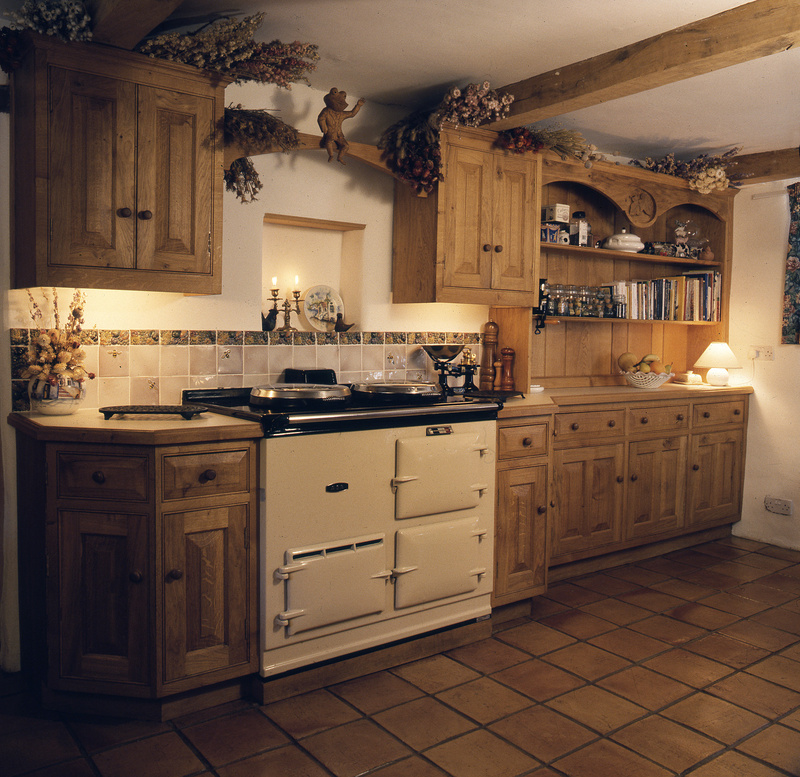 Personal kitchens traditional kitchens handmade for Traditional english kitchen