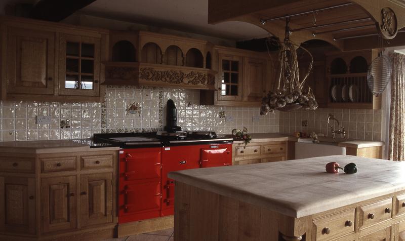 Traditional oak kitchens luxury kitchen design bespoke for Traditional luxury kitchen
