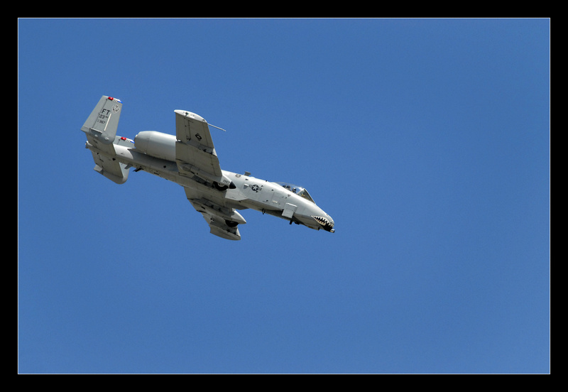A-10 Warthog Diving - Aircraft