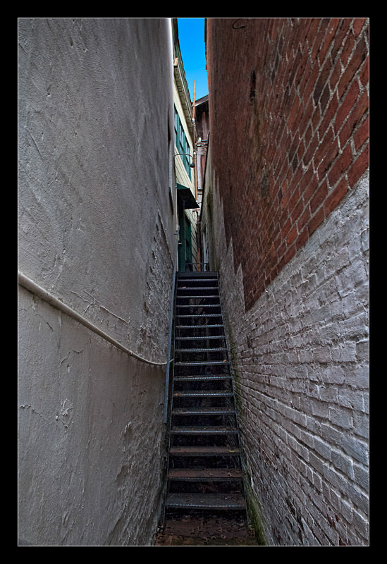 Narrow Stairs - Building Elements