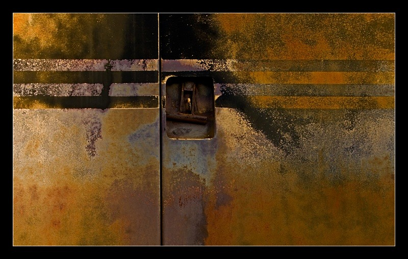 Rusty Doors with Stripes - Machines