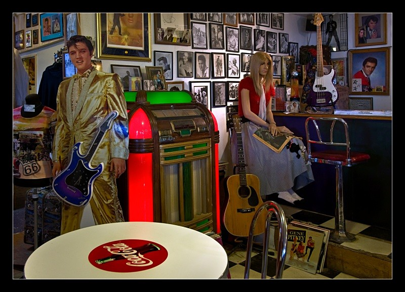 Elvis Lives - People
