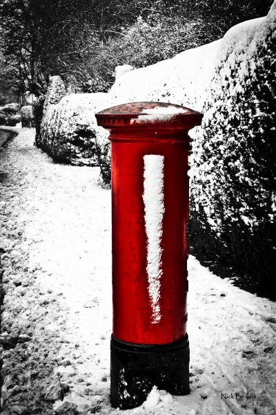 Snowy Post Box - Red