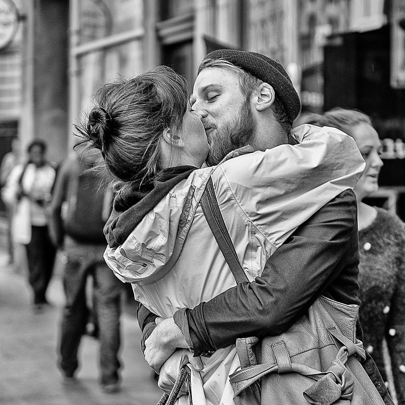The long kiss goodbye - STREET ~ B&W