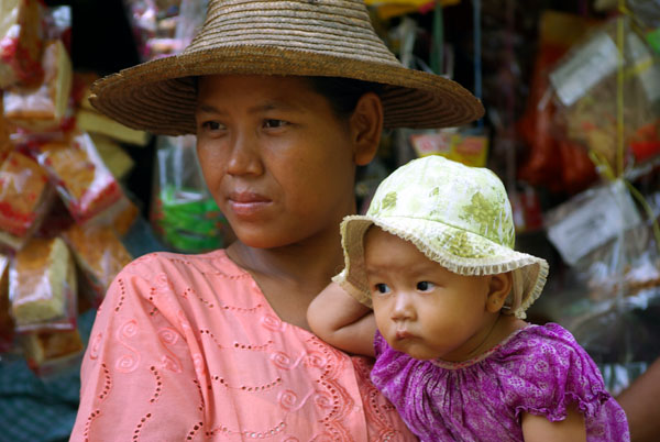 Mother and child, Irrawaddy - Burma