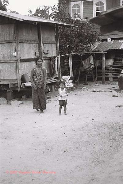600 - Thai Country People