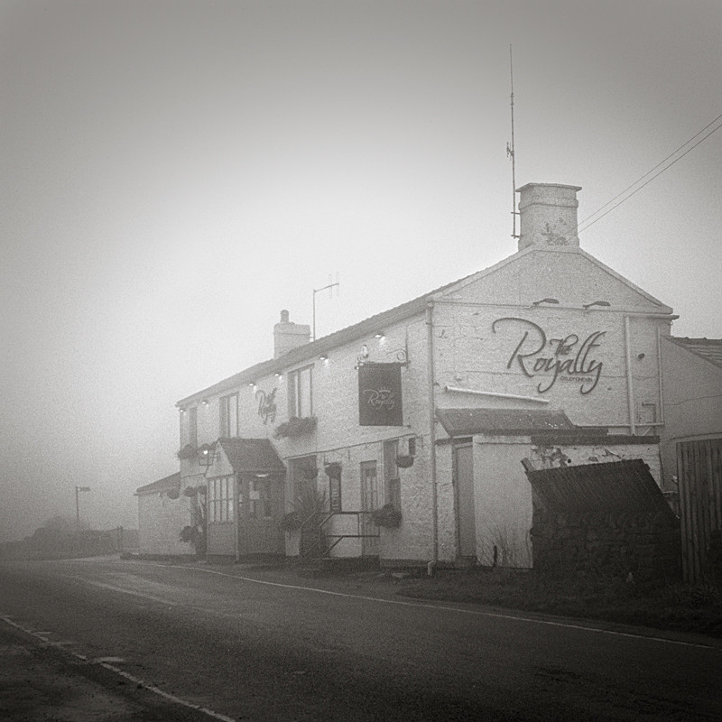 Royalty Pub In the Mist - Architecture