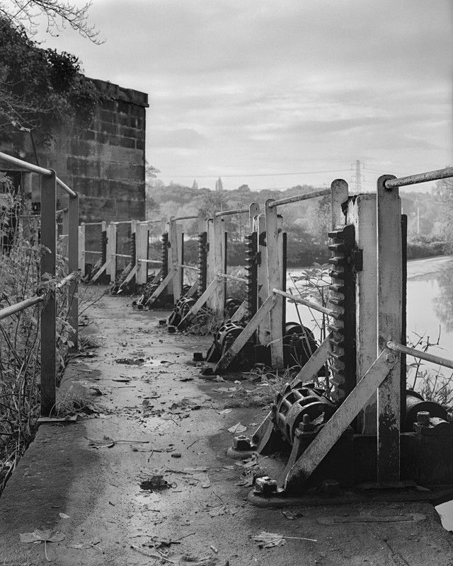 Sluice gates, Kirkstall weir - Water