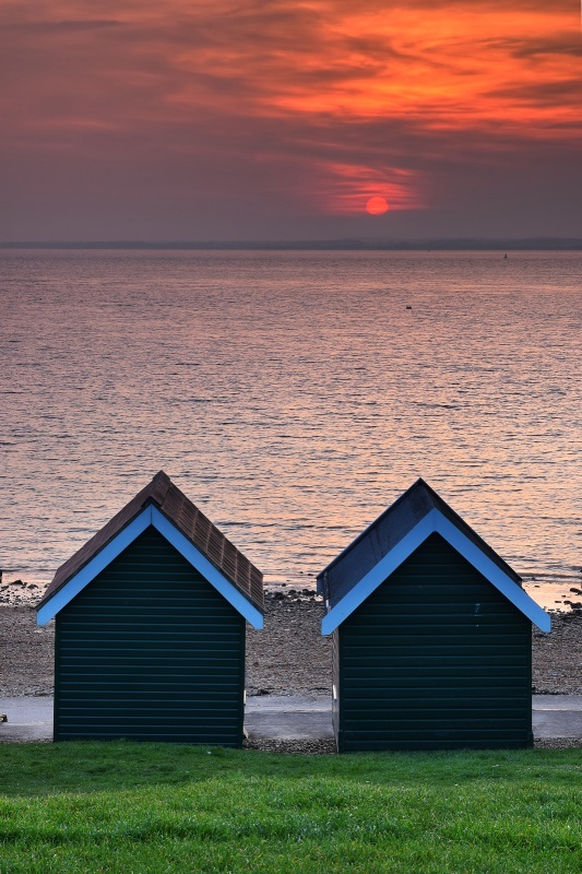 z2674 Gurnard Beach Huts - Yarmouth to West Cowes