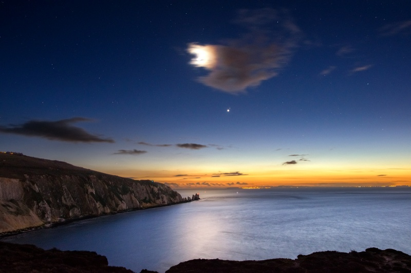z2642 Moon, Venus and Mars over the Needles - Freshwater Bay to Colwell Bay