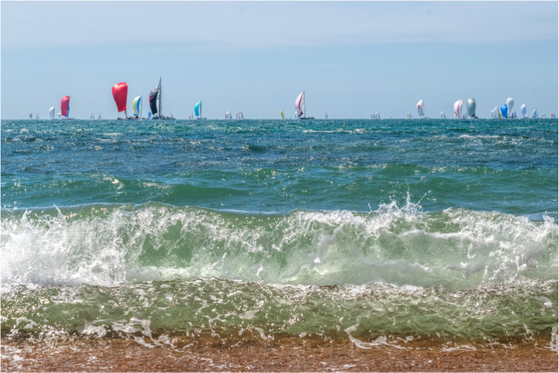 w027 Racing in Turbulent Water, Ventnor - The Wave Gallery