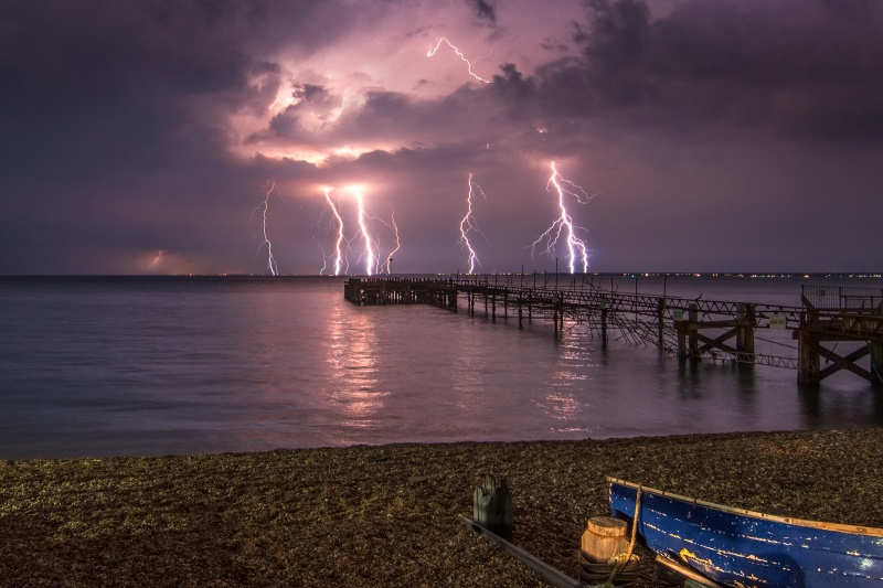 z2756 Midnight Storm from Totland Bay (closer) - Yarmouth to West Cowes