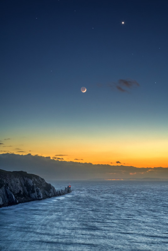 z3031 Moon and Venus over The Needles - Freshwater Bay to Colwell Bay