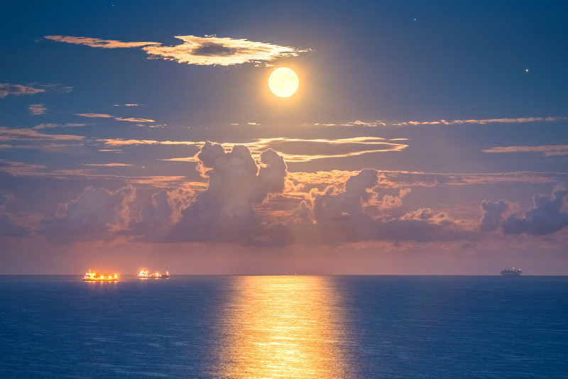 z3100 Sandown Bay Moonrise - Latest Photos