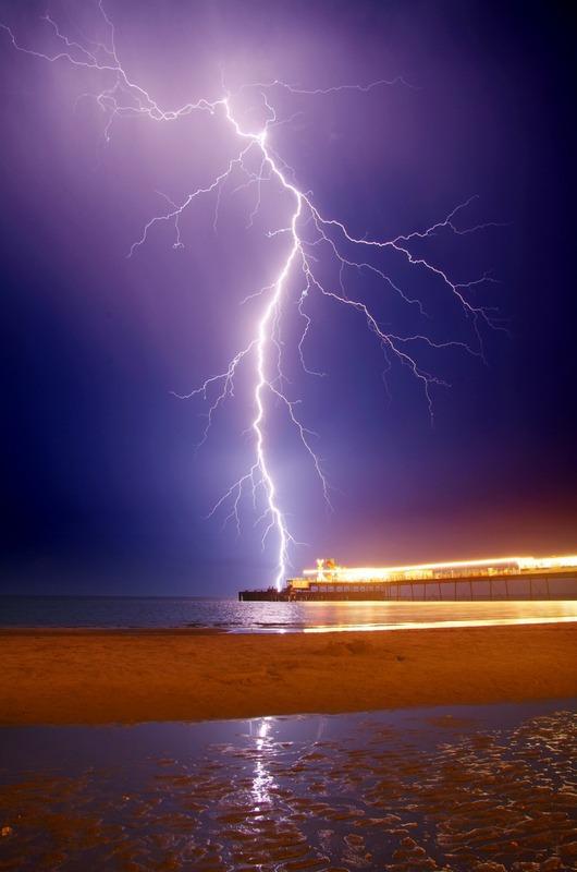 588 Lightning, Sandown Pier - The Lightning Gallery