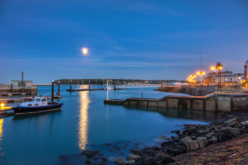 z2807 Moonrise over Cowes Marina - Yarmouth to West Cowes