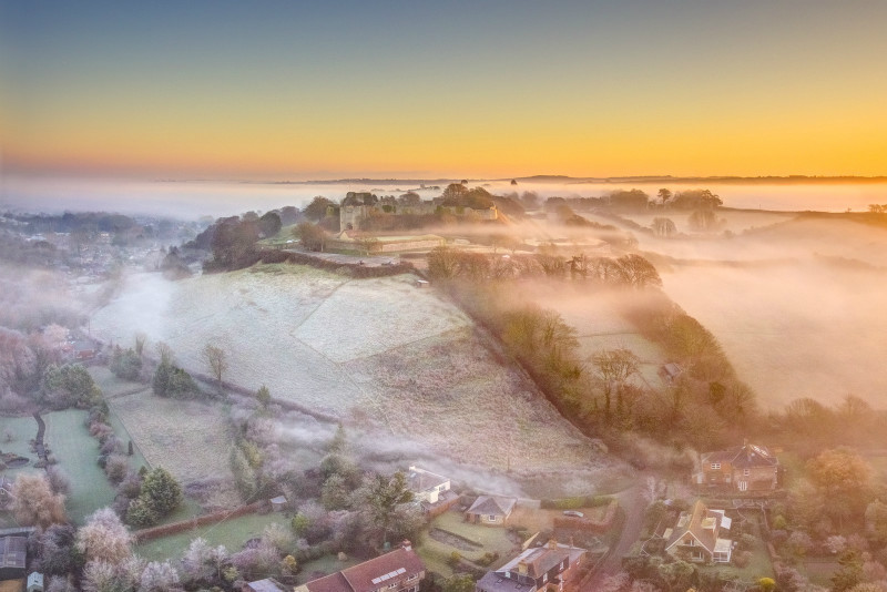 z2977 Morning Mist over Carisbrooke Castle - The Inner Island inc Newport & Godshill