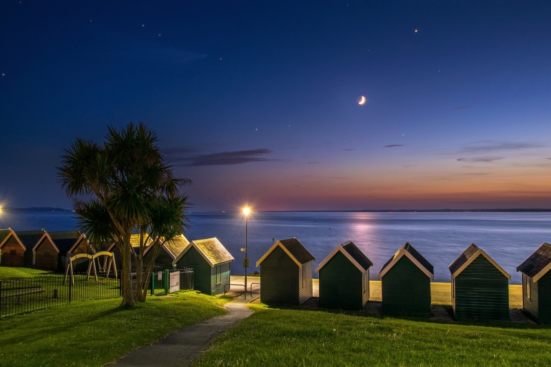 z2720 The Moon and Venus at Dusk, Gurnard - Yarmouth to West Cowes