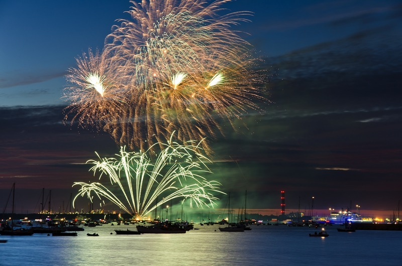 z2241 Cowes Fireworks - Yarmouth to West Cowes