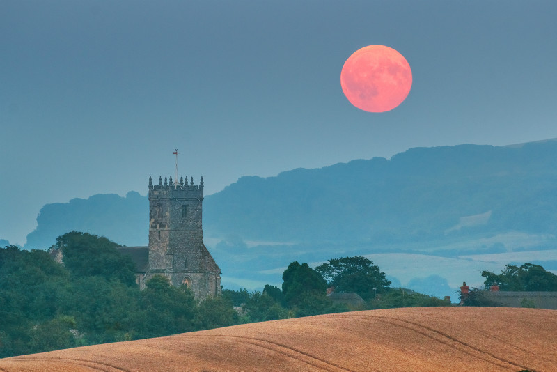 z2947 Moonrise over Godshill - The Inner Island inc Newport & Godshill