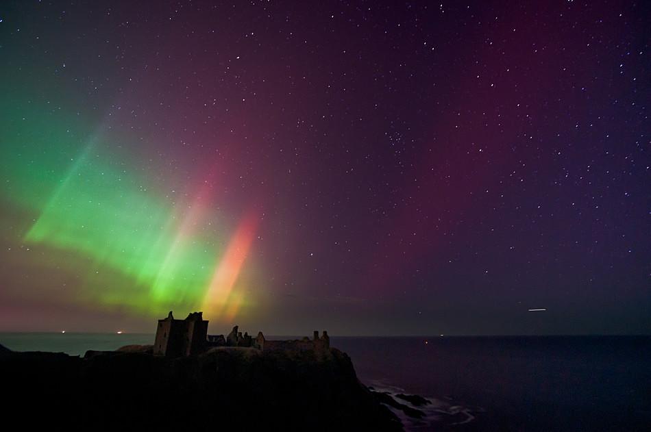 Dunnottar magic - Aurora borealis in Scotland