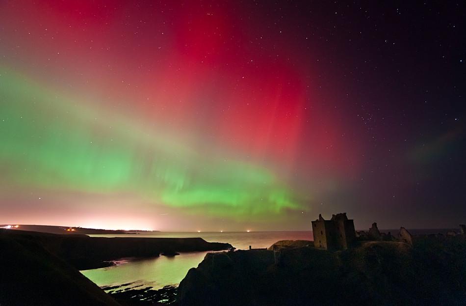 Dunnottar castle aurora - Aurora borealis in Scotland