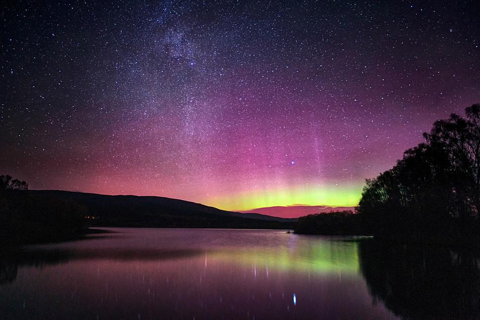 Loch Kinord aurora - Aurora borealis in Scotland