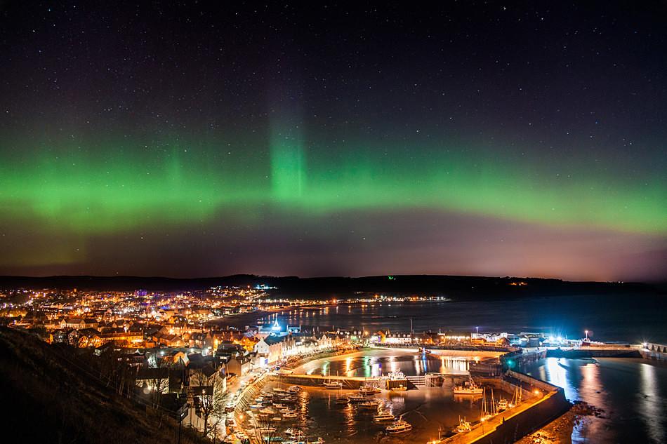 Aurora over Stonehaven on Hogmanay 2015 - Aurora borealis in Scotland