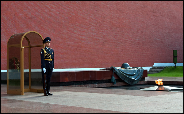 Moscow - Tomb of the Unknown Warrior - Travels Abroad