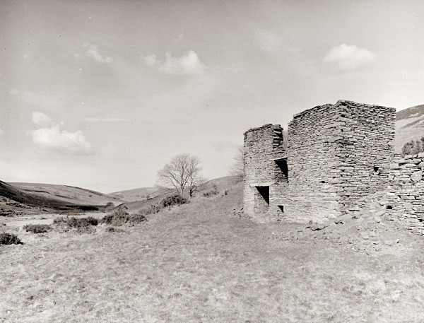 LLAWR-Y-CWM-BACH farmhouse & mine workings, Bontgoch, Ceredigion 2016 - OTHER WELSH RUINS