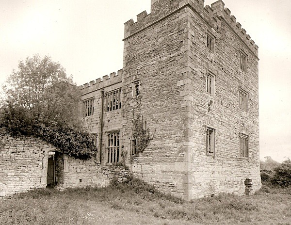 PENCOED CASTLE, Llanmartin, Gwent 2009 - GWENT/MONMOUTHSHIRE