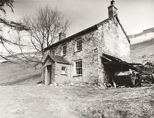 LLAWR-Y-CWM-BACH farmhouse & mine workings, Bontgoch, Ceredigion 2016 - CEREDIGION FARMHOUSES