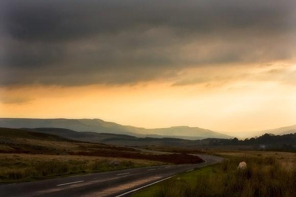 The road at Cefn Cadlan - Bannau Brycheiniog / Brecon Beacons