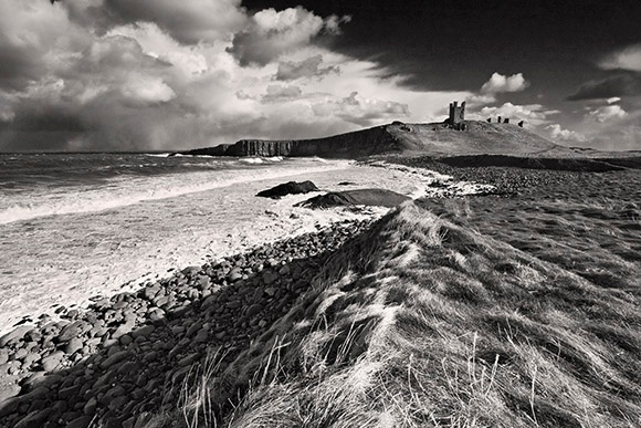 Dunstanburgh - Du a Gwyn / Black and White Images
