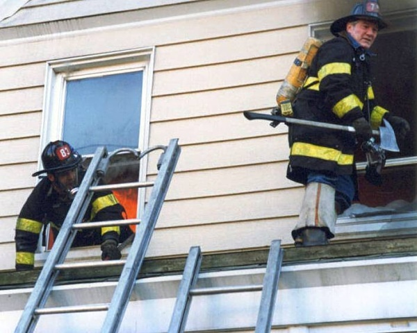Staten Island 2 Alarm  Nov 1990 ? - FDNY in action