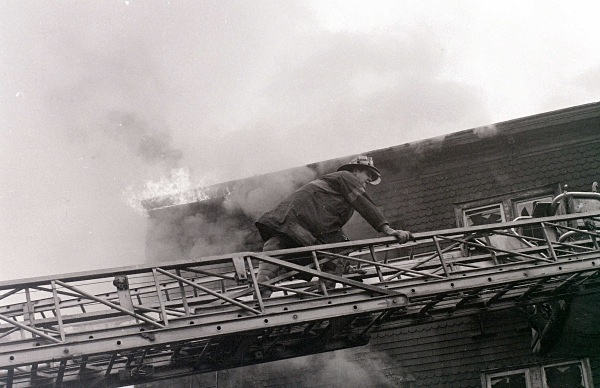 TL 149 D - FDNY in action