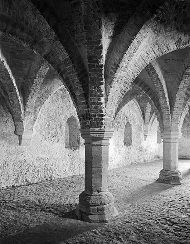 1544 - Guildhall Cellar 3 - Barns & Buildings