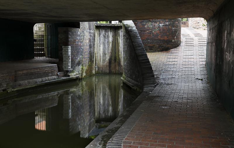 Dark Lock - Worcester Birmingham Canal