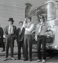 Beatles Full Bus