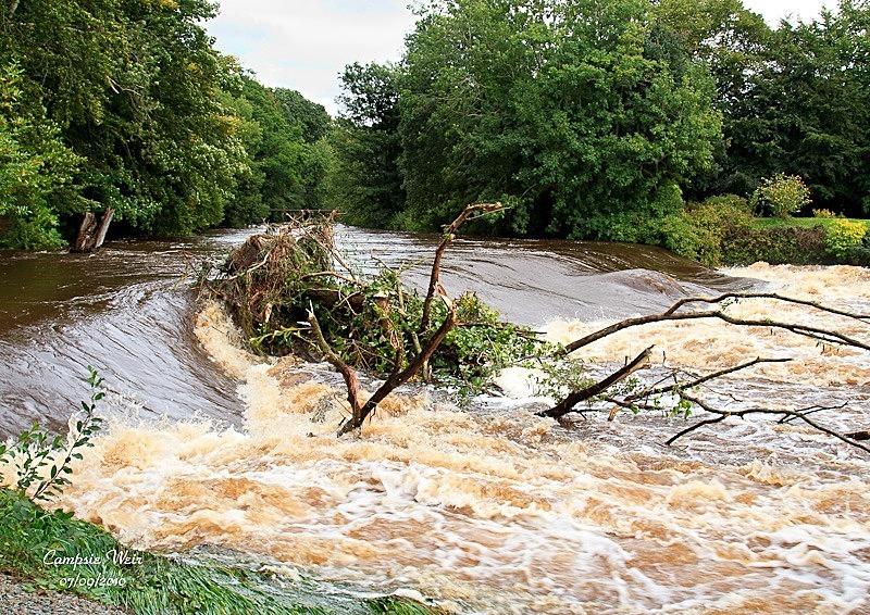 Campsie Weir Flood- - Local Scenes