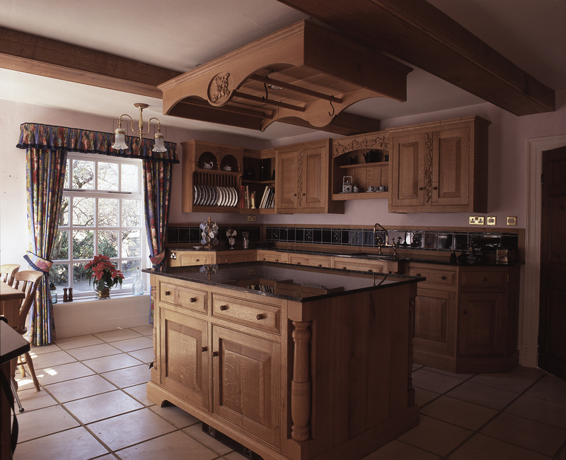 Traditional Quarter Sawn English Oak Handmade Kitchen