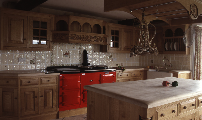 Traditional oak kitchens luxury kitchen design bespoke for Traditional english kitchen