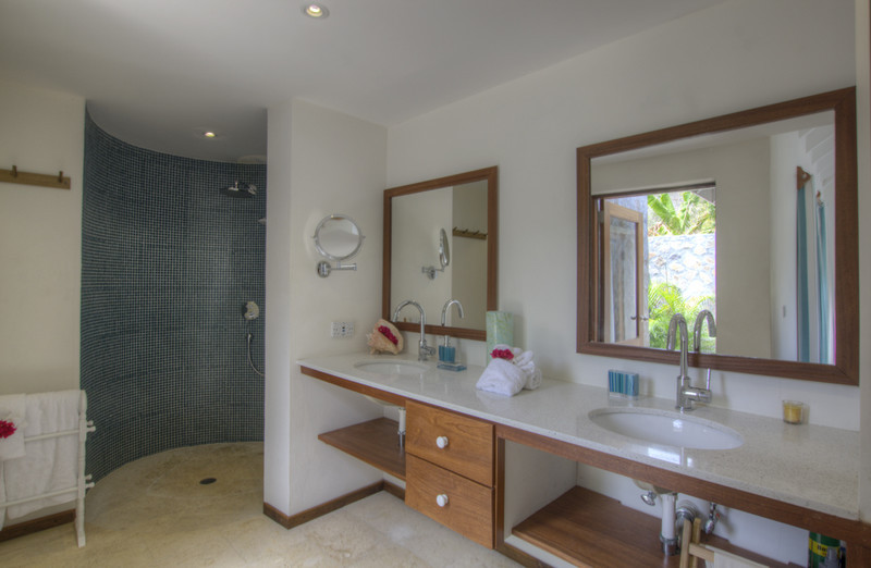 Crescent Beach Villa, Bequia, Ensuite Bathroom