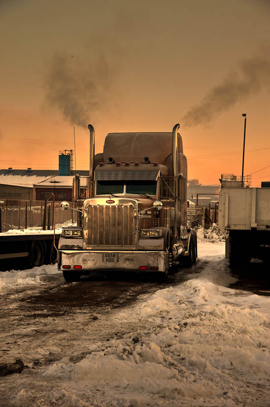 - American Dream Trucks Peterbilt 379 'Ice Road Truckers'