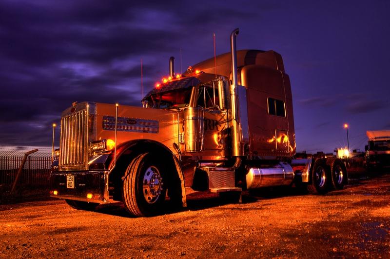 - American Dream Trucks Peterbilt 379 'Ice Road Truckers'