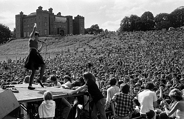 Slane81-055 - 1981 concert at Slane Castle