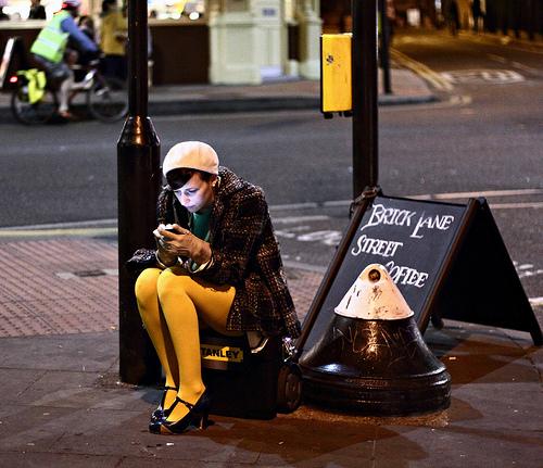 street-photography-colour-Linda Wisdom-03