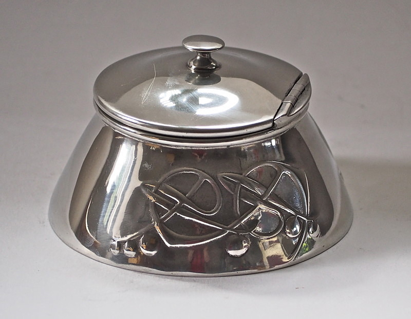 Archibald Knox for Liberty pewter inkwell - Decorative arts metalwork